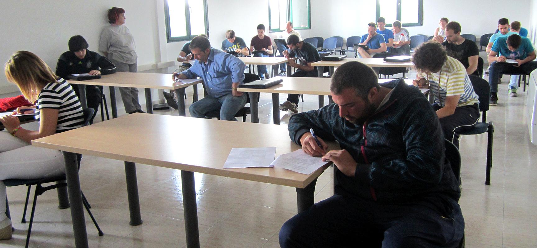 Los 21 alumnos durante el examen realizado por servicios Agricultura JCYL