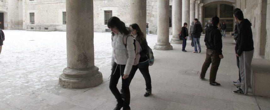 La Junta distingue a tres alumnos de Secundaria de Cuéllar por sus brillantes expedientes académicos