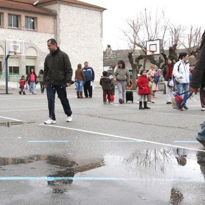 """Los alumnos del colegio """"La Villa"""" cierran el curso recordando que han pasado """"Otro año sin gimnasio"""""""