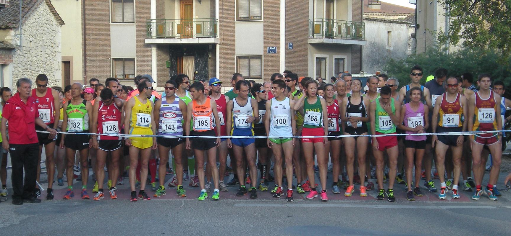 Unos ciento cuarenta corredores participaron en la prueba.