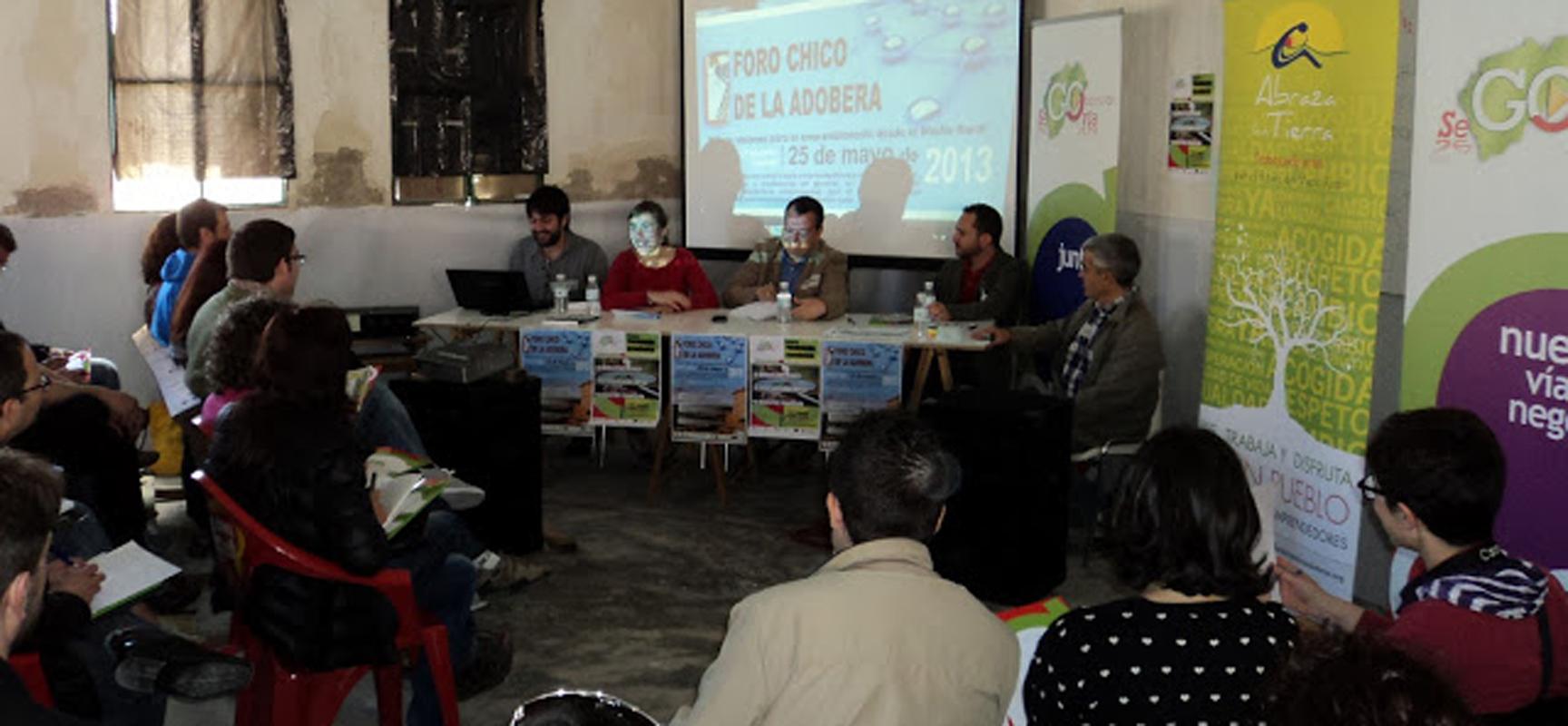 """Debate durante el desarrollo del I foro Chico """"La Adobera""""."""