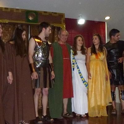 """Éxito del grupo de teatro Los Mirmidones y su obra """"Orestes"""" en el Centro de Día"""