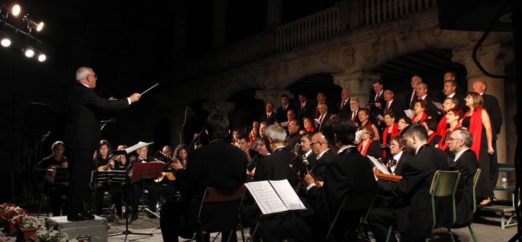 La Coral Cuellarana actuó junto al grupo de Pulso y Púa Fresneda en las jornadas del año pasado