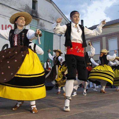 Folclore y artesanía se unieron en el XXVII Festival Folclórico del Ajo de Vallelado