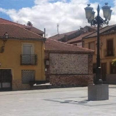 """La elección de la Reina y Rey abre las fiestas de Zarzuela del Pinar en honor de la """"Exaltación de la Santa Cruz"""""""