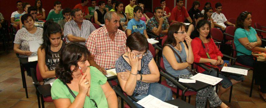Alborada Cultural inicia el curso informando a sus socios de los horarios y actividades del colectivo