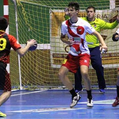 Segunda derrota del filial del Balonmano Nava en su visita al recién descendido Balonmano Salamanca