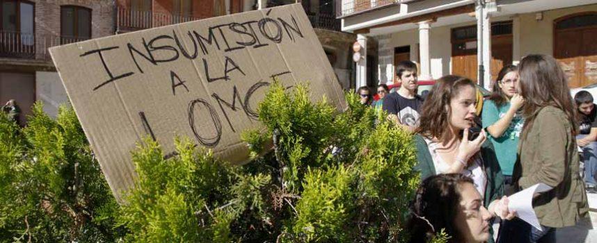 Un centenar de alumnos de los institutos de la villa se suman a la huelga educativa