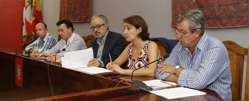 Villa y Tierra invertirá 35.000 euros en reparar la cubierta de las naves de su polígono industrial
