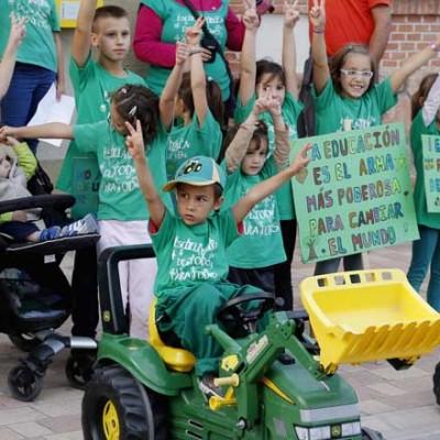 Padres y alumnos de Mudrián unidos en defensa de la escuela pública y contra los recortes en Educación