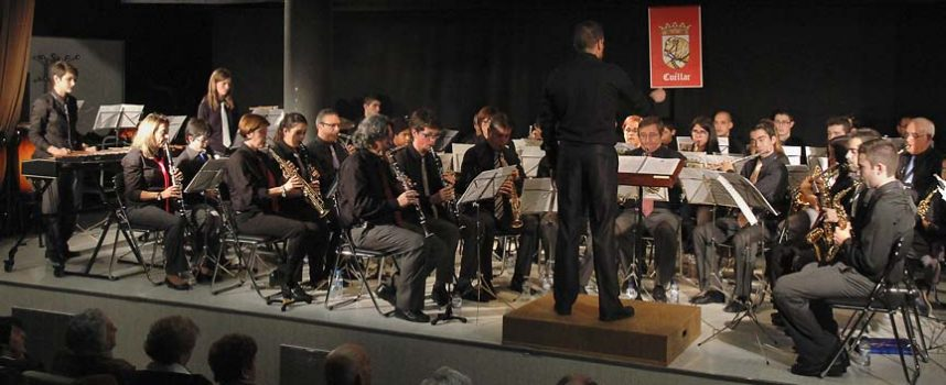 La Banda Municipal volvió a llenar la sala Alfonsa de la Torre con su concierto de música de cine