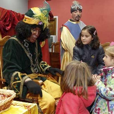 El Cartero Real recogió la peticiones a los Reyes Magos que hoy visitarán la comarca