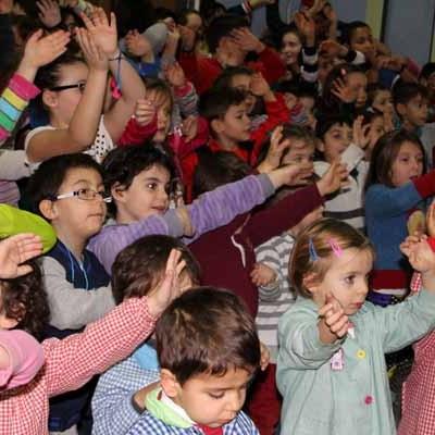 Los escolares: en pro de la Paz y la no violencia