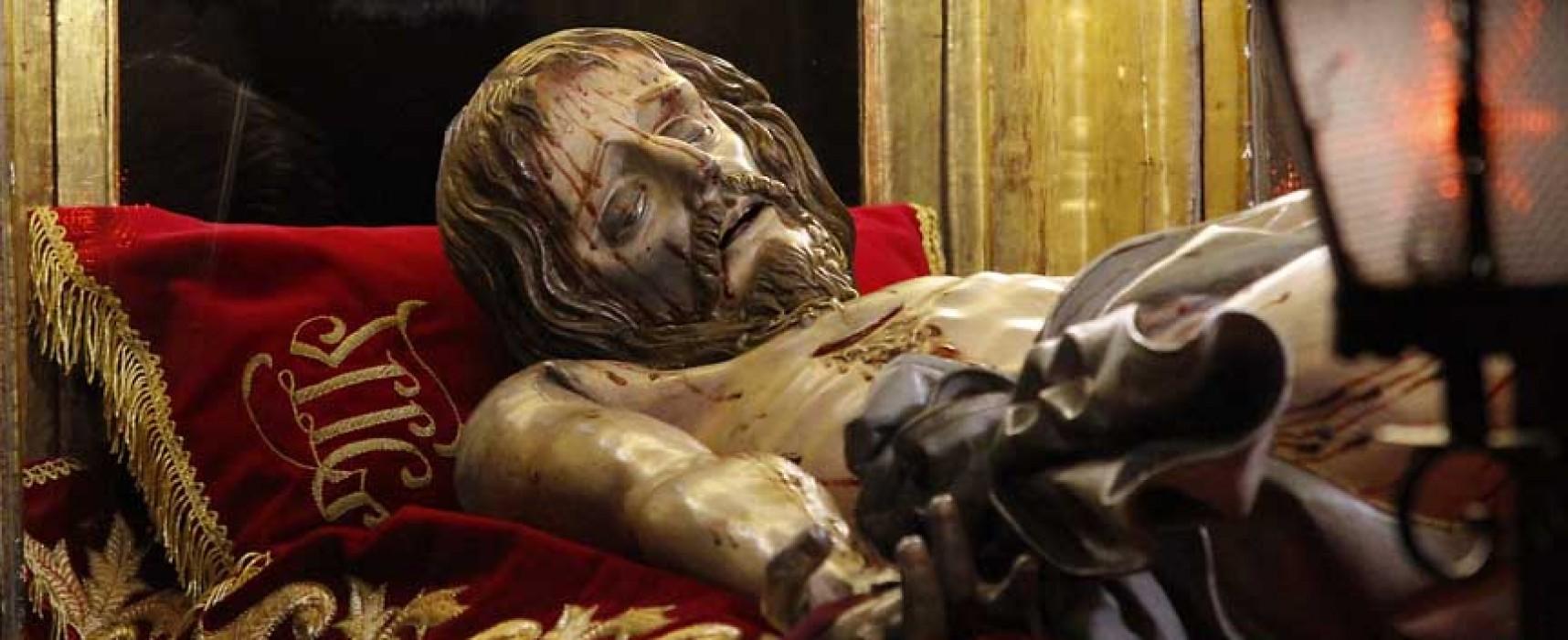 Las cofradías exponen los pasos que procesionan en la Semana Santa cuellarana