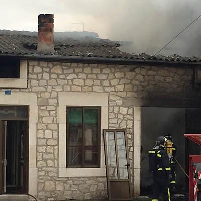 Dos personas heridas en un incendio en una vivienda en Campaspero
