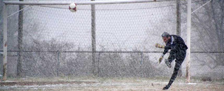 El Cuéllar cae en un choque épico sobre la nieve (2-0)