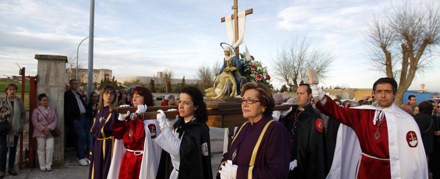 La imagen de Nuestra Señora de la Compasión abrió las procesiones en Cuéllar