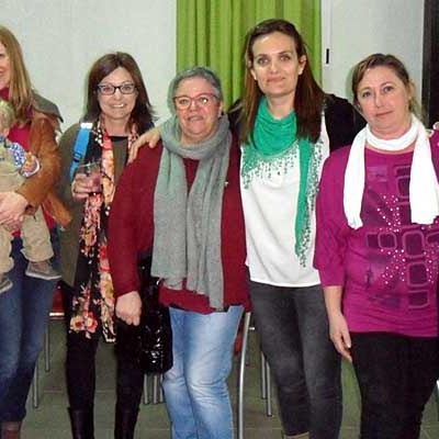 Un centenar de personas se sumaron a la merienda para familias con hijos con acondroplasia en Vallelado