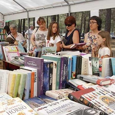 La Feria del Libro `San Benito de Gallegos´ rinde homenaje a Cervantes en su undécima cita entre los pinos