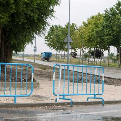 El Ayuntamiento inicia el acondicionamiento de una acera con carril bici en la carretera de Bahabón