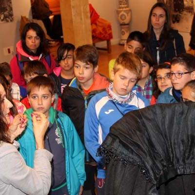 Una exposición acerca a Las Tenerías fotografías del Padre Benito de Frutos y trajes regionales antiguos de Conchi Bayón