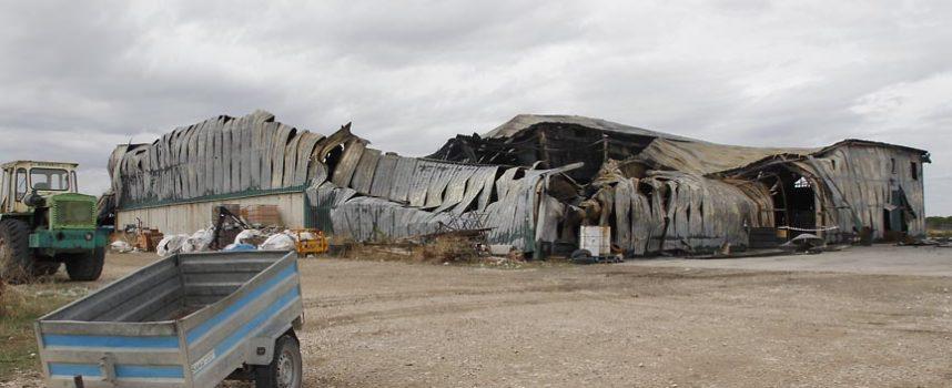 Un almacén de patatas en Campaspero calcinado por un incendio cuyas causas se desconocen