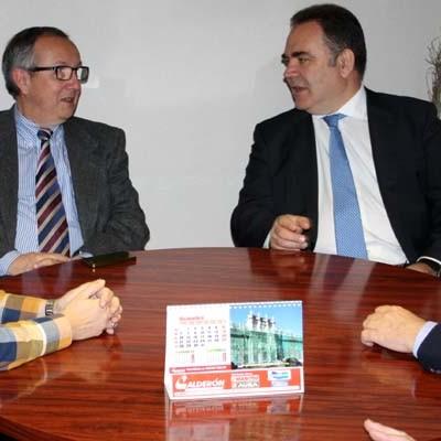 El delegado territorial visita el centro de salud y las nuevas oficinas de los servicios farmacéuticos de la Junta en Carbonero el Mayor