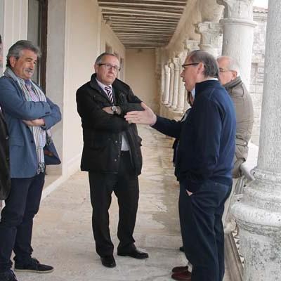 El delegado territorial visitó las obras realizadas por la Junta en el instituto Duque de Alburquerque y en el colegio Santa Clara