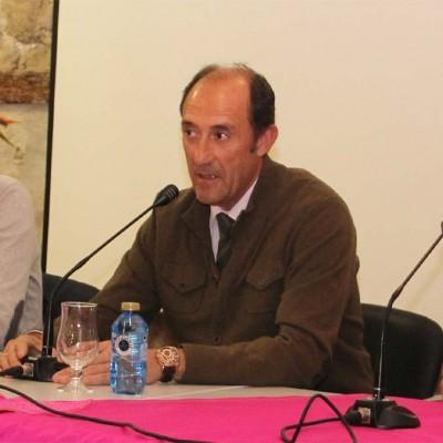 """Francisco Salamanca presenta su libro sobre """"El enfundado de los cuernos en el toro de lidia"""""""