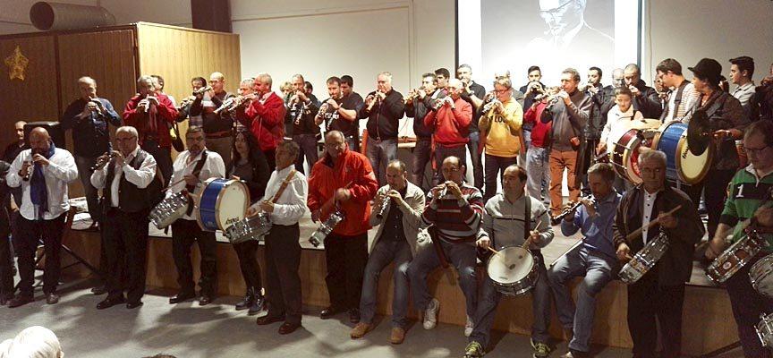 Veintidós grupos se dieron cita en el certamen de dulzaina y tamboril de Mata de Cuéllar