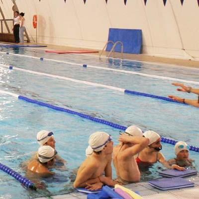 Más de 1.500 firmas avalan la petición de mejoras en las piscinas municipales