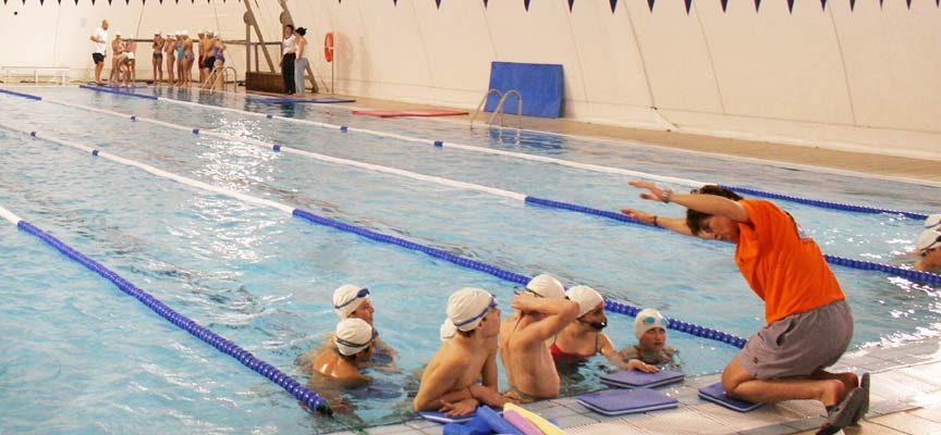 La piscina climatizada de Cuéllar ha reabierto hoy sus puertas