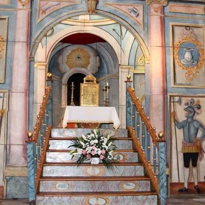 """La iglesia de Chañe cubre su altar con el """"Monumento"""" recién restaurado"""