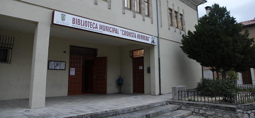 Biblioteca municipal Cronista Herrera.