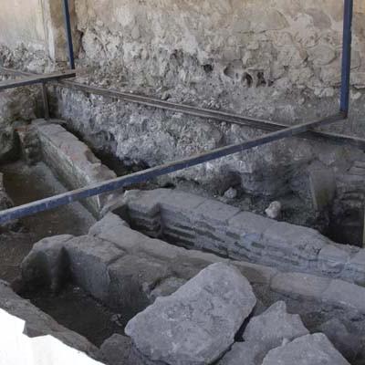 Las obras en la iglesia de San Martín sacan a la luz más de una treintena de tumbas de ladrillo