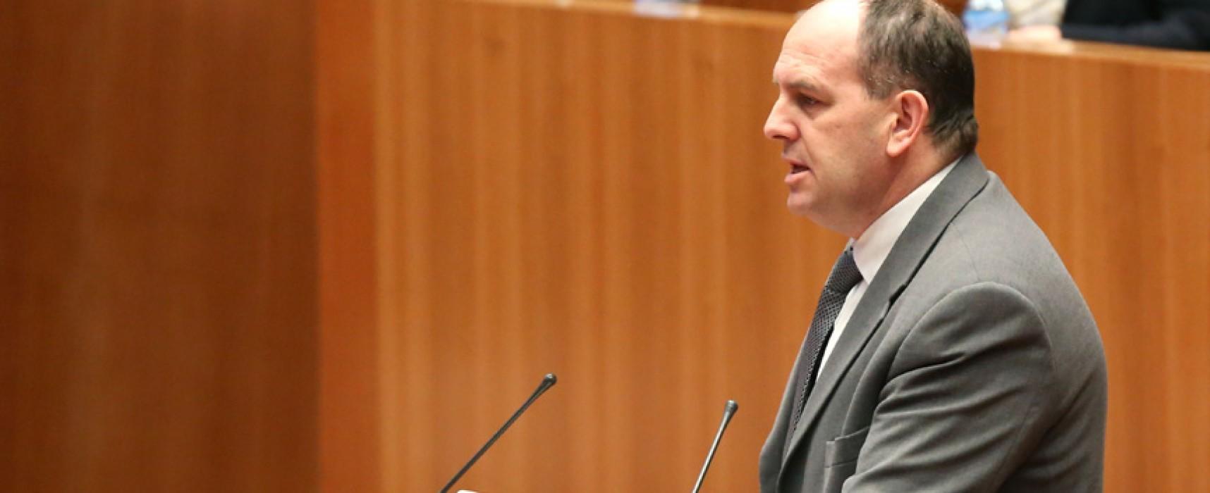 Un empate en la comisión de Fomento elevará al pleno de las Cortes las obras del Ayuntamiento de Olombrada