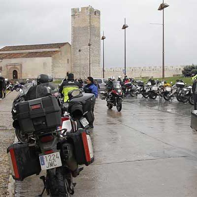 La III Reunión KTM Adventure visitará el Castillo de Cuéllar el sábado