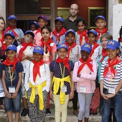 Una veintena de escolares londinenses visitan Cuéllar