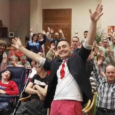 La magia social llega a los centros de mayores y colegios de Cuéllar