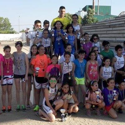 Medio centenar de niños participaron en el I Triatlón de Menores Cuéllar