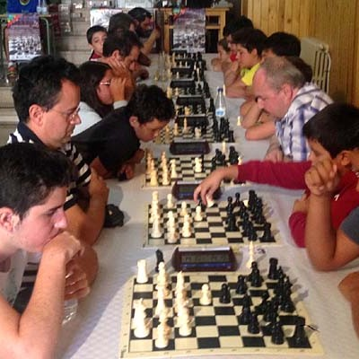 El madrileño Jesús Gómez, campeón del IX Torneo de Ajedrez en la calle de Carbonero el Mayor