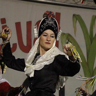 Danzas castellanas y andaluzas en la XXX Festival Folclórico del Ajo de Vallelado