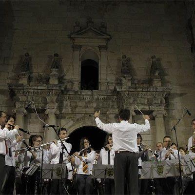 Los cuellaranos cumplieron con su cita anual con el concierto `A por ellos´