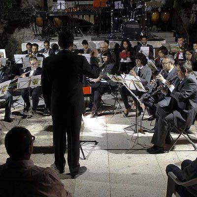 La Banda Municipal de Música desafió con sus ritmos a una fría noche de verano