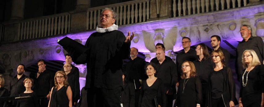 La Coral Ágora cantó a Cervantes en el patio de armas del Castillo