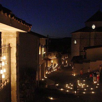 Miles de velas iluminaron Fuentidueña en la I Noche de Agua y Fuego