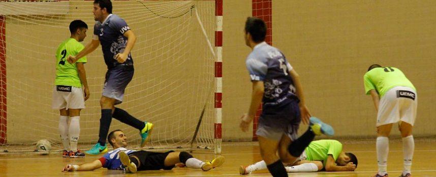 Los errores propios y un pésimo primer acto lastran al FS Naturpellet Cuéllar en su visita al Universidad de Valladolid