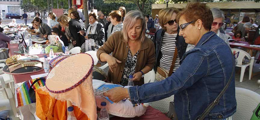 Los Paseos de San Francisco acogerán la IV Feria `Entre Costuras y Tradición´ el sábado 22 de septiembre