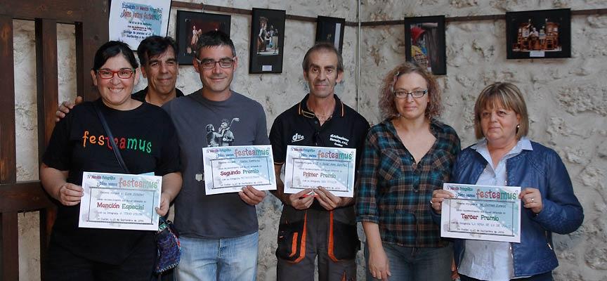 """Entrega de premios del Maratón Fotográfico ¿Cómo vemos Festeamus"""" en el patio del Ayuntamiento de Cuéllar."""