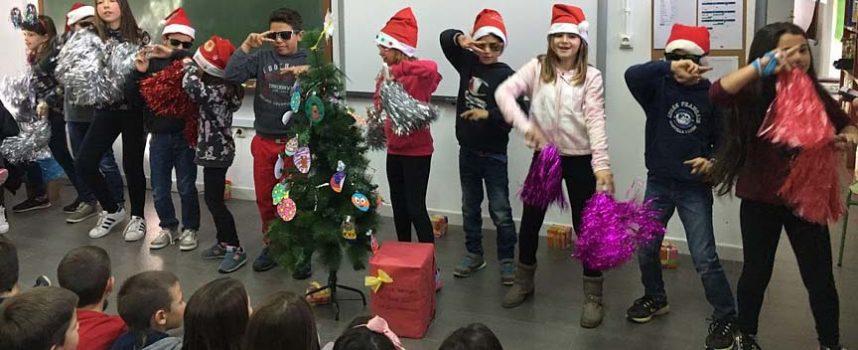 Los padres del colegio de Gomezserracín reclaman un profesor más que garantice la educación de sus hijos